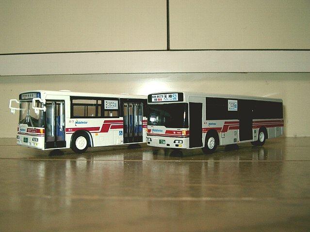 赤バス並び1