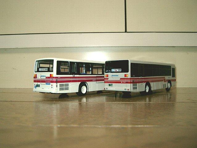 赤バス並び2