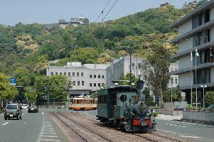 松山城と坊ちゃん列車