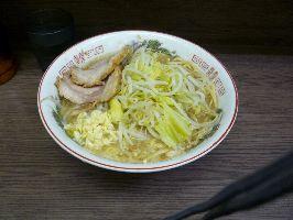 小ラーメン麺半分ニンニク