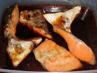 こちらは和風。鮭はチリ産(笑)